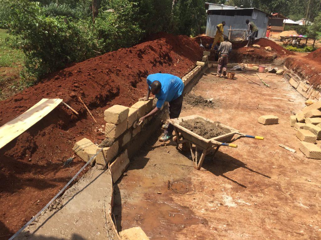 Aufbau der Beckenmauer